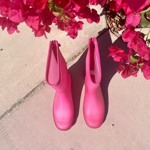 chanel jelly ostrich rain boots in hot pink